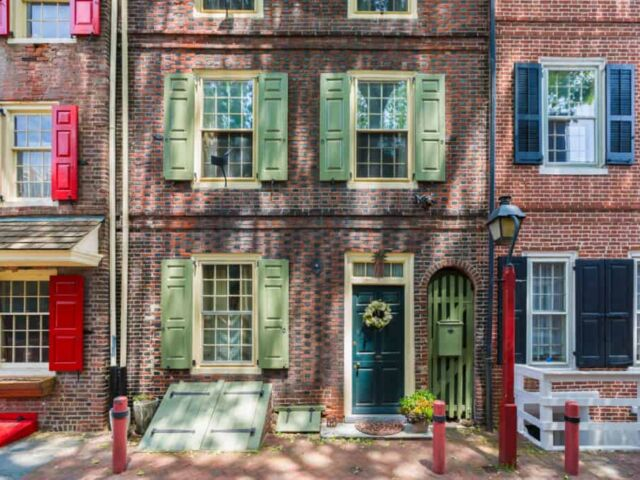 Elfreth's Alley in Philadelphia, Pennsylvania, USA