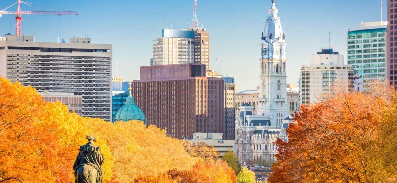 Philadelphia, Pennsylvania, USA in autumn overlooking Benjamin Franklin Parkway.